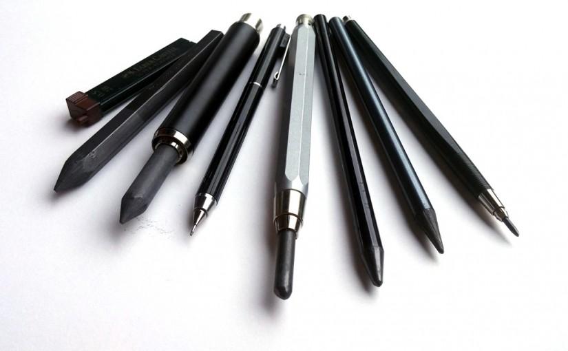 Kohle, Kreiden, Füller, Marker, Federn ….erst mal der einfache Bleistift.