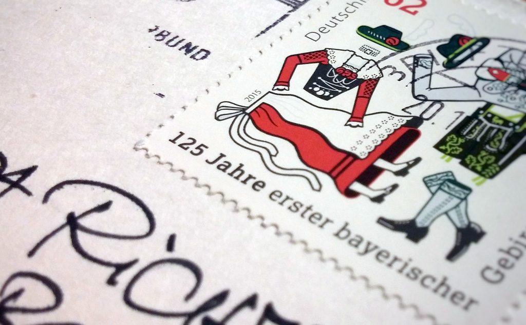 Postkarte und Briefmarke